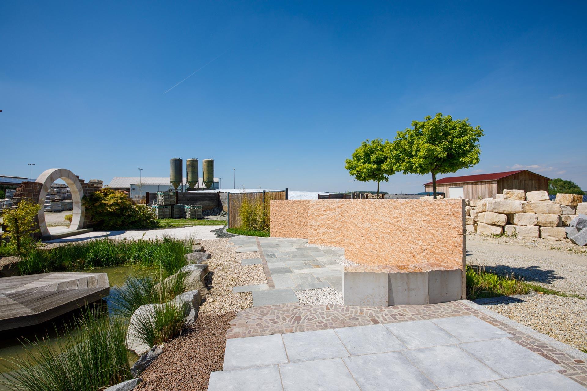 Mauerbeispiele am Firmengelände von Projekt Garten